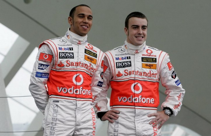 McLaren Mercedes drivers, two-time world champion Spain's Fernando Alonso (R) and Britain's Lewis Hamilton pose at the unveiling of the new McLaren Mercedes MP4-22 during the official team presentation at the Arts Palace in Valencia, 15 January 2007. AFP PHOTO/JOSE JORDAN / AFP PHOTO / JOSE JORDAN